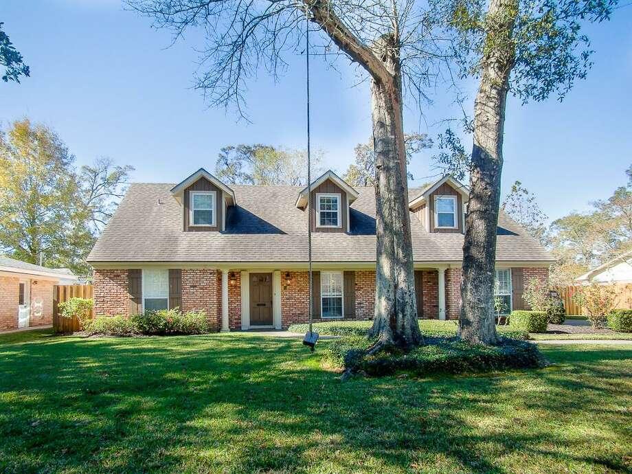 1825 Karen Lane, Beaumont, TX 77706. $315,000. 5 bedroom, 2 full, 1 half bath. 2,805 sq. ft., 0.29 acres. Photo: Courtesy Of Realtor.com