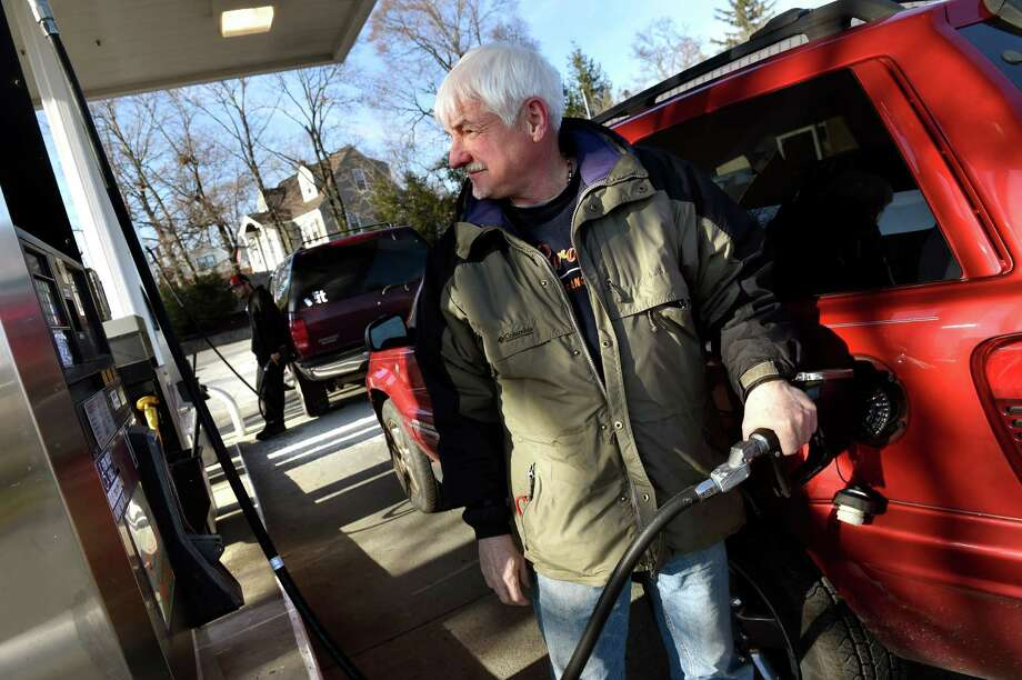 Richard Hart of Colonie fuels up his Jeep Cherokee on Tuesday, Dec. 8, 2015, at Stewart's in Latham, N.Y. (Cindy Schultz / Times Union) Photo: Cindy Schultz / 10034565A