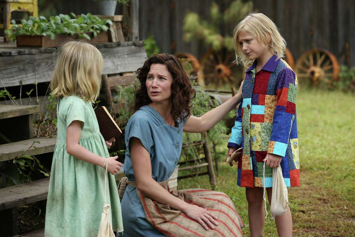 Farrah Mackenzie (left) as Stella Parton, Jennifer Nettles as Avie Lee Parton and Alyvia Alyn Lind as Dolly Parton.
