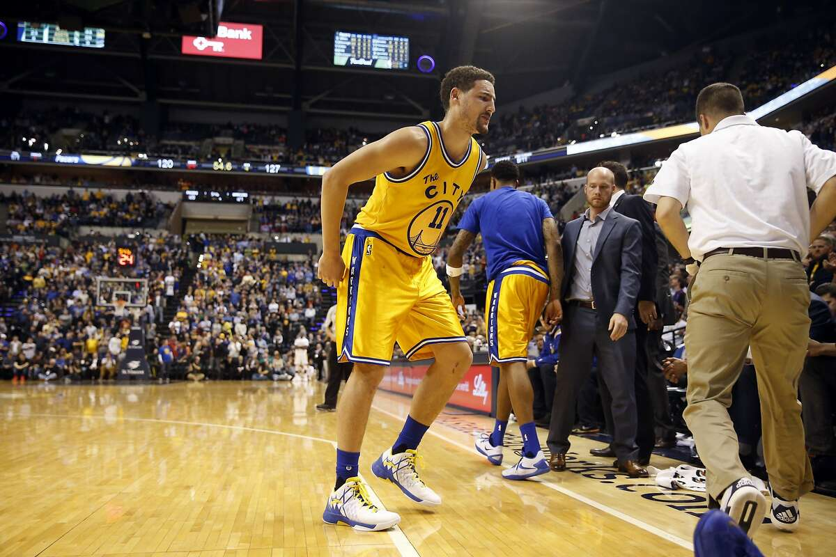 Golden State Warriors' Klay Thompson limps off court after injuring his ankle in 4th quarter of 131-123 win over Indiana Pacers during NBA game at Bankers Life Fieldhouse in Indianapolis, Indiana on Tuesday, December 8, 2015.
