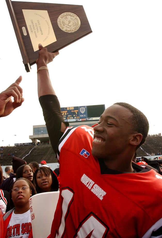 North Shore Mustang Robert Reid (14) raises the class 5A division state championship trophy Saturday, December 12, 2003 at Rice Stadium in Houston. The Mustangs defeated the Highlanders 23-7 to become state champions. (Christobal Perez/Houston Chronicle)  HOUCHRON CAPTION (12/14/2003):  North Shore quarterback Bobby Reid raises the state championship trophy at Rice Stadium Saturday. Photo: Christobal Perez, STF / Houston Chronicle