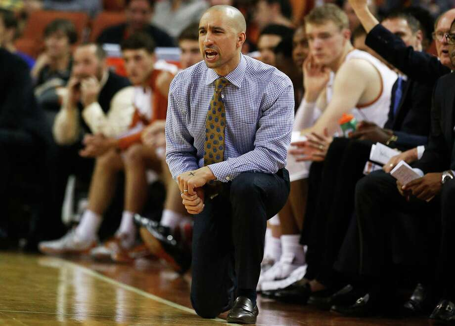 Texas basketball coach Shaka Smart directs his team against UTSA in Austin on Dec. 8, 2015. The Longhorns defeated the Roadrunners, 116-50. Photo: Kin Man Hui /San Antonio Express-News / ©2015 San Antonio Express-News