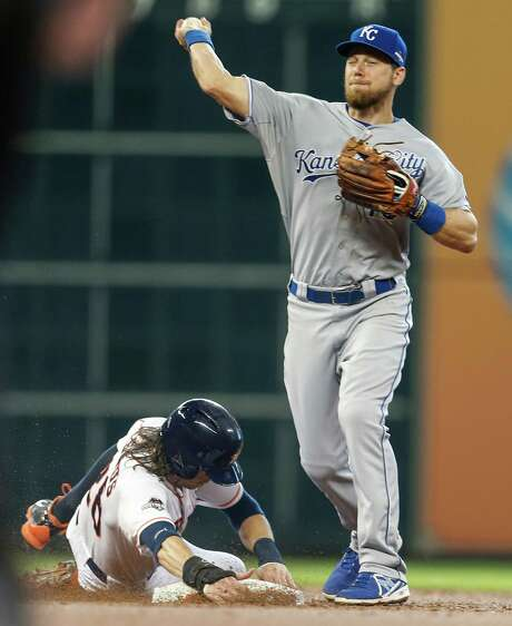 Ben Zobrist, right, helped the Royals eliminate the Astros, one of his former teams, on the way to ending a 30-year championship drought in Kansas City. Now he'll tackle a lengthier dry spell in Chicago. Photo: Melissa Phillip, Staff / © 2015 Houston Chronicle