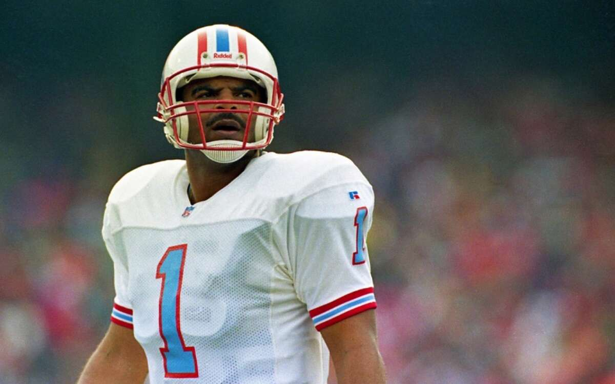 Warren Moon turns 60 Former Houston Oilers quarterback Warren Moon turns 60 years old on Friday. Click-thru to see more pictures and stats on Moon's long and fruitful football career and the 1993 Oilers team he guided into the playoffs....