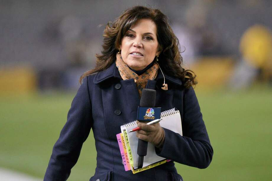 Broadcaster Michele Tafoya walks the sideline before an NFL football game between the Pittsburgh Steelers and the Indianapolis Colts, Sunday, Dec. 6, 2015, in Pittsburgh. (AP Photo/Don Wright) Photo: Don Wright, FRE / FR87040 AP