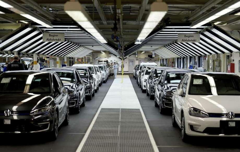 Volkswagen employees check cars at a assembly line at the VW plant in Wolfsburg, central Germany. Photo: Odd Anderson /AFP / Getty Images / AFP