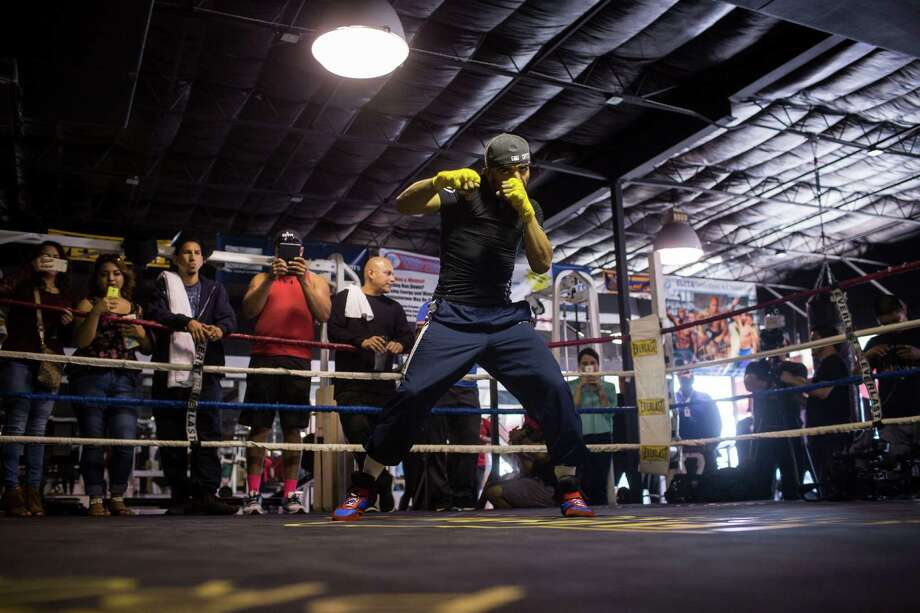 Victor Ortiz works out for the media at the ChampionFit Gym in San Antonio, Texas on December 9, 2015. Photo: Carolyn Van Houten / Carolyn Van Houten / 2015 San Antonio Express-News
