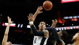 Spurs' Danny Green (14) makes a pass between the Milwaukee Bucks' Tyler Ennis (11) and O.J. Mayo (03) at the AT&T Center on Wednesday, Dec. 2, 2015.  (Kin Man Hui/San Antonio Express-News)