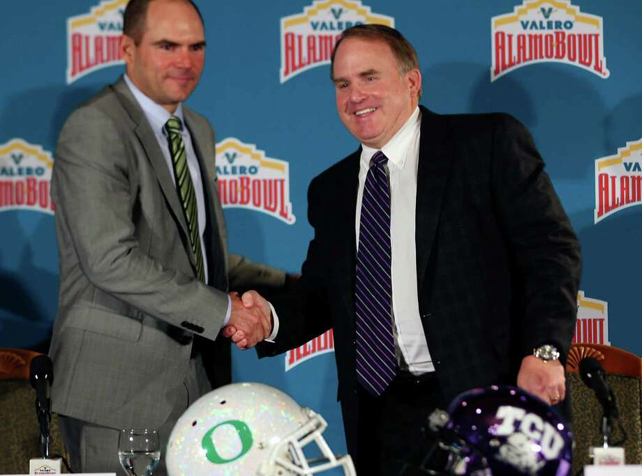 Coaches Mark Helfich of Oregon, left, and Gary Patterson of TCU shake hands on Dec. 10, 2015 at The Club at Sonterra after a news conference to talk about their teams' upcoming appearance in the Valero Alamo Bowl on Jan. 2. Photo: William Luther /San Antonio Express-News / © 2015 San Antonio Express-News