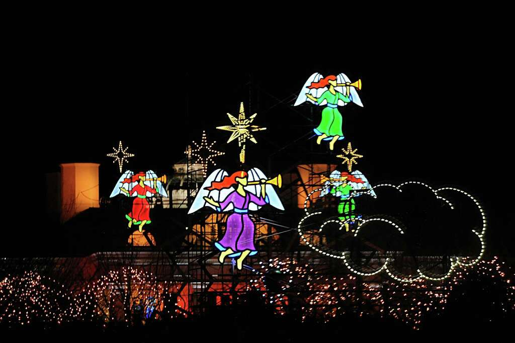 Belle Haven holiday light show - GreenwichTime