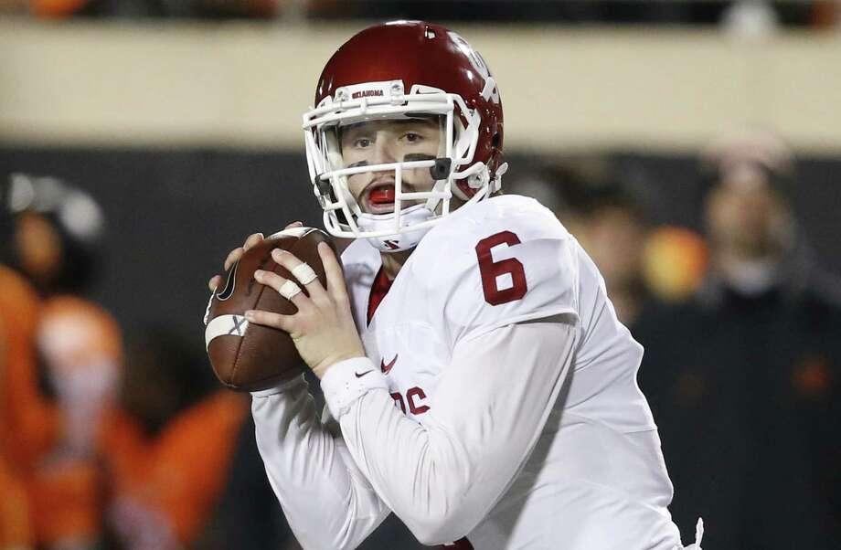 Oklahoma quarterback Baker Mayfield looks to pass against Okalhoma State in Stillwater, Okla., on Nov. 30, 2015. Oklahoma won 58-23. Photo: Sue Ogrocki /Associated Press / AP