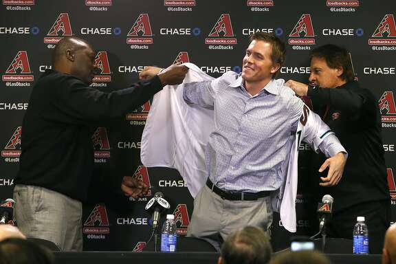 Arizona Diamondbacks General Manager Dave Stewart, left, and Chief Baseball Officer Tony La Russa, right, introduce pitcher Zack Greinke to the media during a press conference, Friday, Dec. 11, 2015, in Phoenix. (AP Photo/Rick Scuteri)