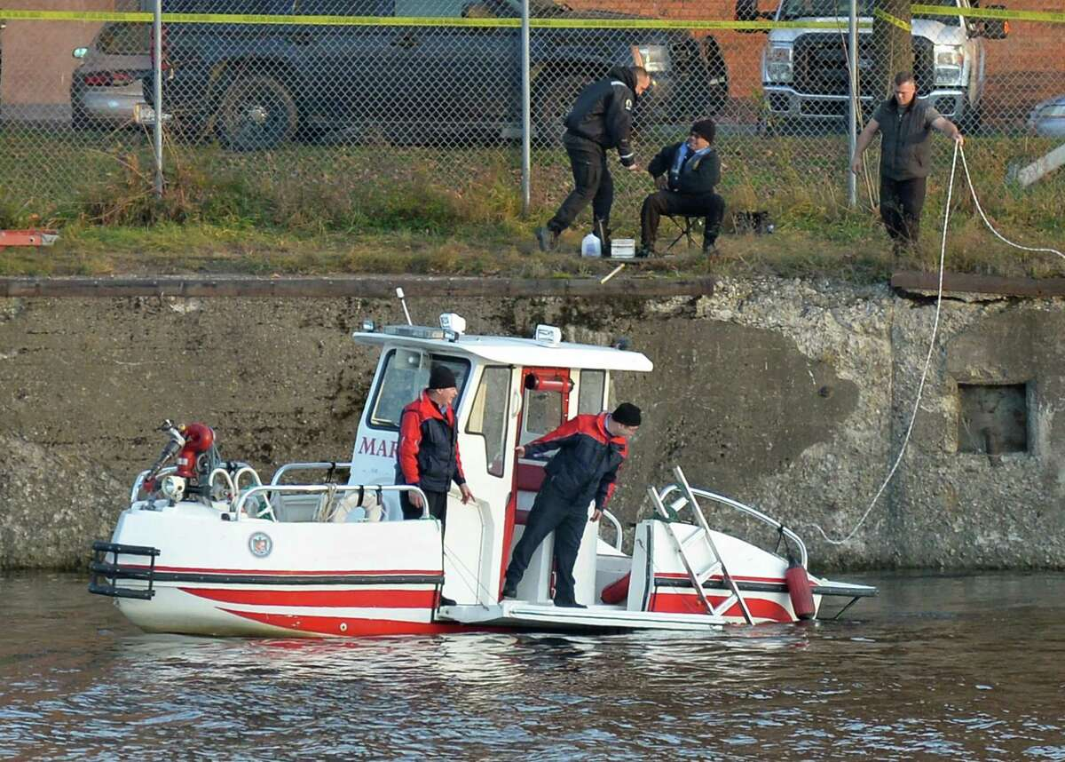 New York State police divers continue to search the Hudson River for Noel Alkaramla Friday Dec. 11, 2015 in Troy, NY. (John Carl D'Annibale / Times Union)
