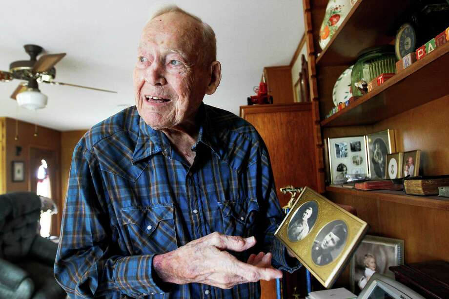 Earl Parker (shown at home in Shriner last year), served in the Army's European theater during World War II. Photo: KATHLEEN DUNCAN/KDUNCAN@VICAD.CO