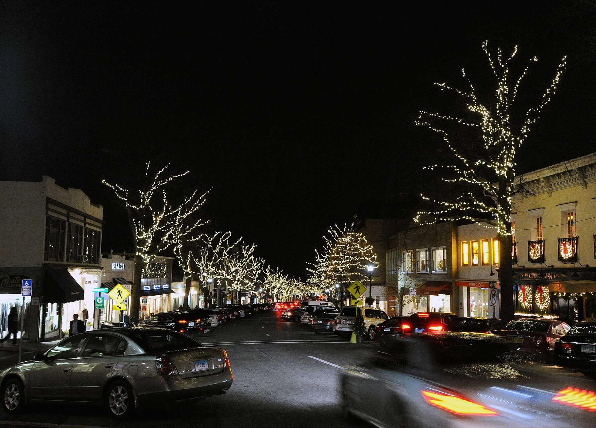 home decor stores greenwich ct residents cheer lights return to greenwich avenue 12485