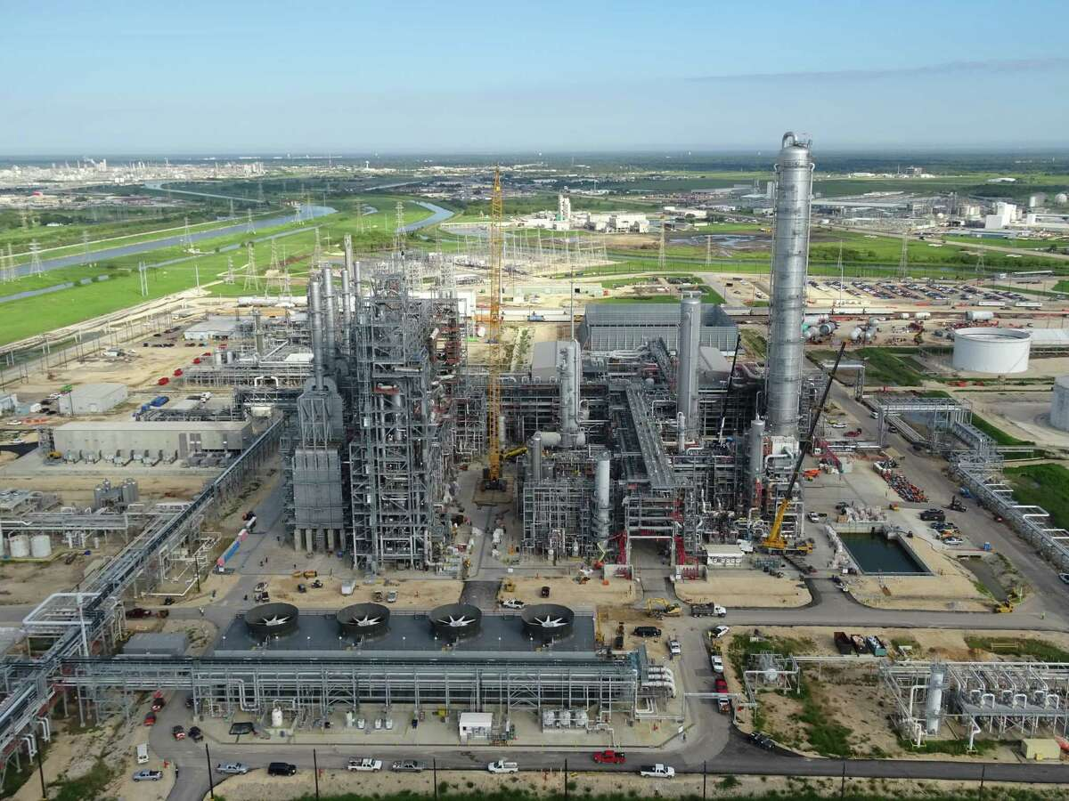 Dow Chemical Co.'s propylene dehydrogenization plant near Freeport turns the natural gas component propane into propylene, a key chemical building block. A proposed merger with DuPont would create a chemical colossus that then would spin petrochemical operations into one of three new publicly traded entities. (Dow Chemical photo)