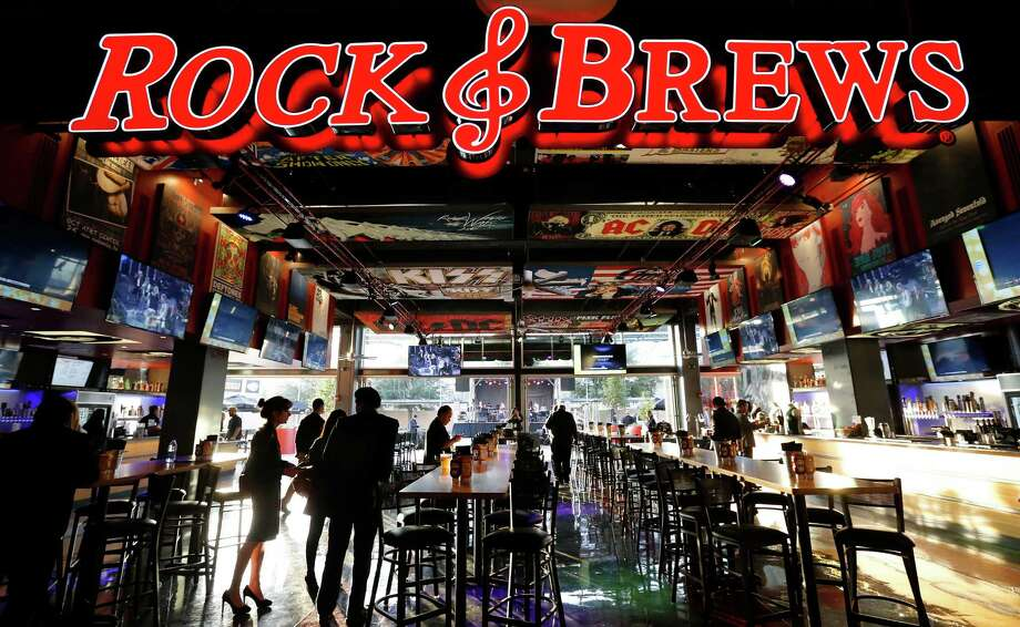 """Does """"standing room only"""" include Rock & Brews, the Bud Light Courtyard, the H-E-B Fan Zone, Bud Light and Budweiser bars, the East Porch, La Gloria and Burgerteca?    Yes.   Photo: Kin Man Hui, Staff / San Antonio Express-News / ©2015 San Antonio Express-News"""