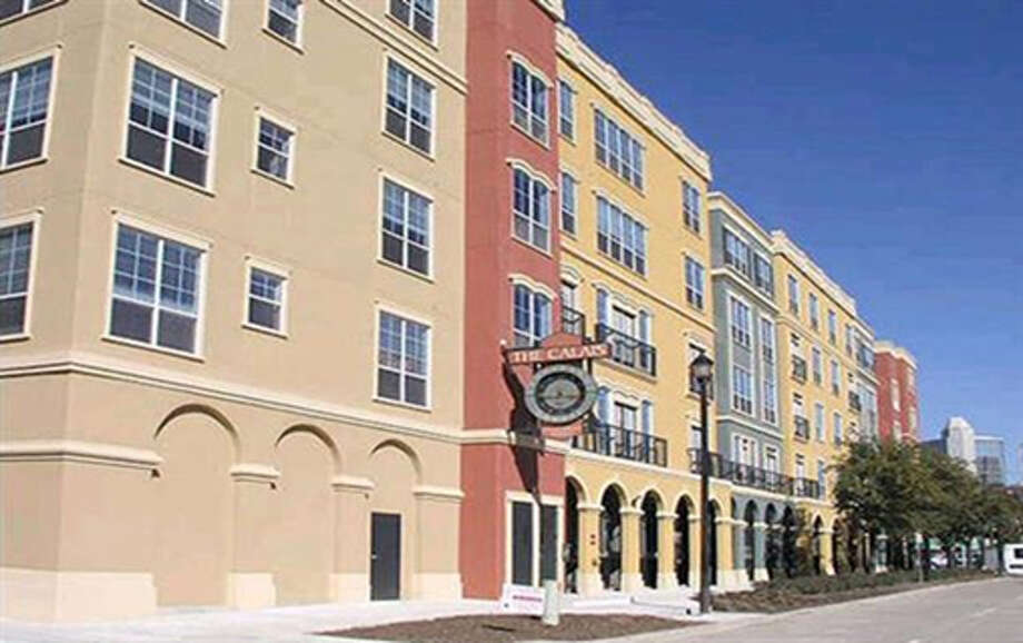 HFF arranged financing on behalf of Venterra Realty for the purchase of Calais at Courtlandt Square, a 356-unit midrise apartment community. Photo: Yvonne Hondros