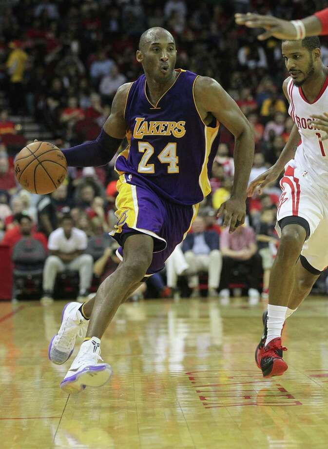 Kobe Bryant scored 25 points with seven rebounds and six assists in the Lakers' 126-97 loss to the Rockets. Photo: Elizabeth Conley, Staff / © 2015 Houston Chronicle
