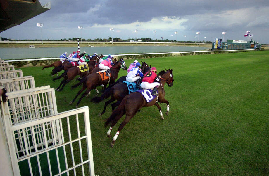 This file photo sohows thoroughbreds race out of the gate at Retama Park. Unless commissioners resist political pressure, the large donations by the Kickapoo Indians, bingo and various casino owners will pay off. Texas tracks will lose out to the gaming interests in other states. So will their employees. Photo: BAHRAM MARK SOBHANI /SAN ANTONIO EXPRESS-NEWS / SAN ANTONIO EXPRESS-NEWS
