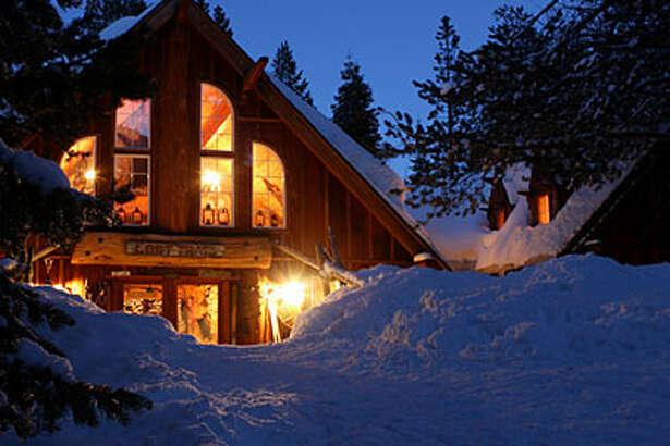 12 cozy winter lodges