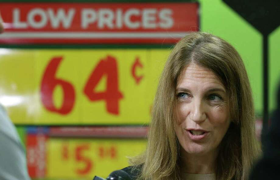 U.S. Department of Health and Human Services Secretary Sylvia Burwell makes comments after speaking with HEB pharmacy employees at the store on S. New Braunfels, Monday, Dec. 14, 2015, concerning the upcoming deadline to sign up for the Affordable Care Act insurance. Photo: BOB OWEN, Staff / San Antonio Express-News