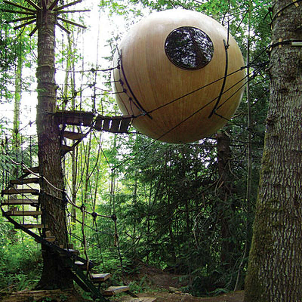 Hanging Tree House 12 Cozy Winter Lodges Sfgate