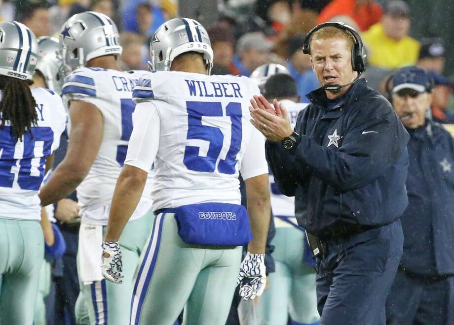 Dallas Cowboys head coach Jason Garrett claps during the second half against the Green Bay Packers on Dec. 13, 2015. Photo: Mike Roemer /Associated Press / FR155603 AP