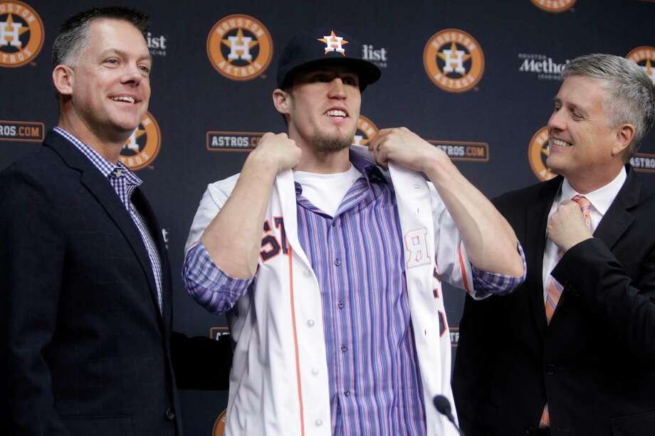 The Astros paid a hefty price in talent for reliever Ken Giles, left, to don their uniform and likely anchor the back of their bullpen. Plus, proven reliever Tony Sipp received a three-year, $18 million deal to return. Photo: Melissa Phillip, Staff / © 2015 Houston Chronicle