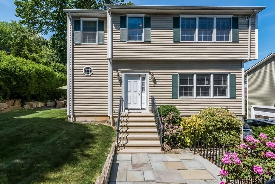 624 Hope St APT D, Stamford, CT 06907Open House: December 20, 2015 1p.m. - 4p.m.Features: Walking distance to Springdale train station, granite counters, walk-in closetsView full listing on Zillow Photo: Zillow