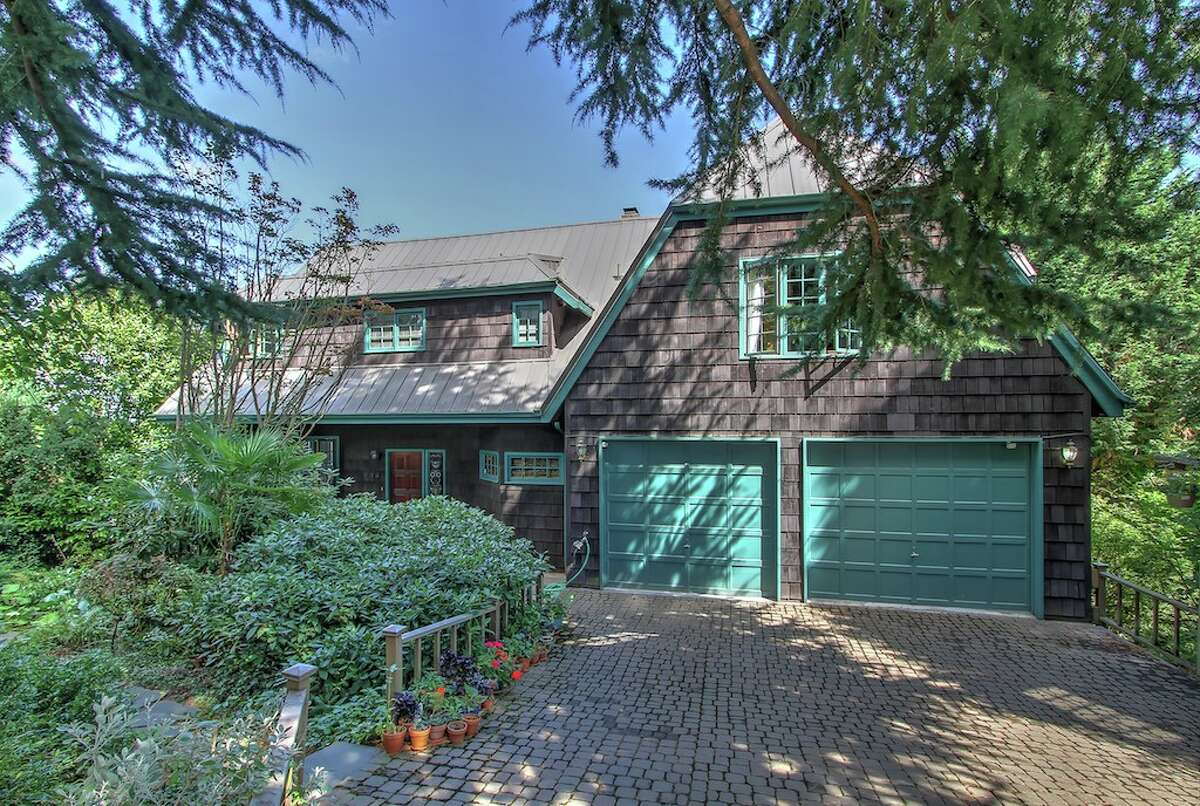 The first home, 832 31st Ave. S., is listed for $1.25 million. The three bedroom, 3.25 bathroom home offers stunning views of Lake Washington and the Cascade Mountains. You can see the full listing here.