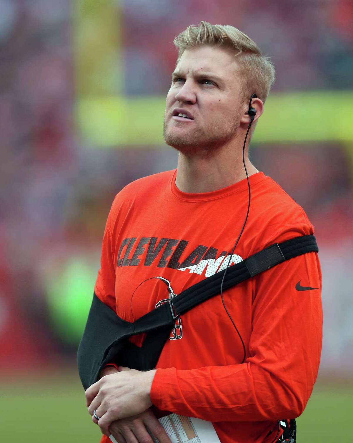 Browns quarterback Josh McCown watches from the sidelines during the second half against the San Francisco 49ers on Dec. 13, 2015, in Cleveland.