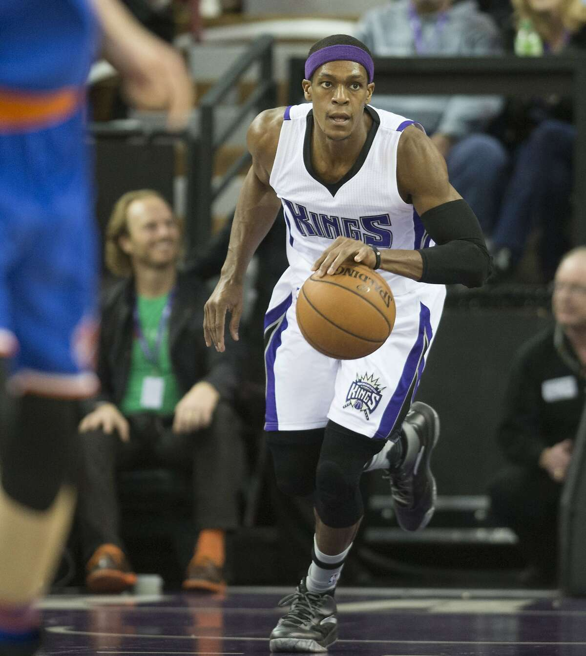 The Sacramento Kings' Rajon Rondo (9) drives down court against the New York Knicks at Sleep Train Arena in Sacramento, Calif., on Thursday, Dec. 10, 2015. (Hector Amezcua/Sacramento Bee/TNS)