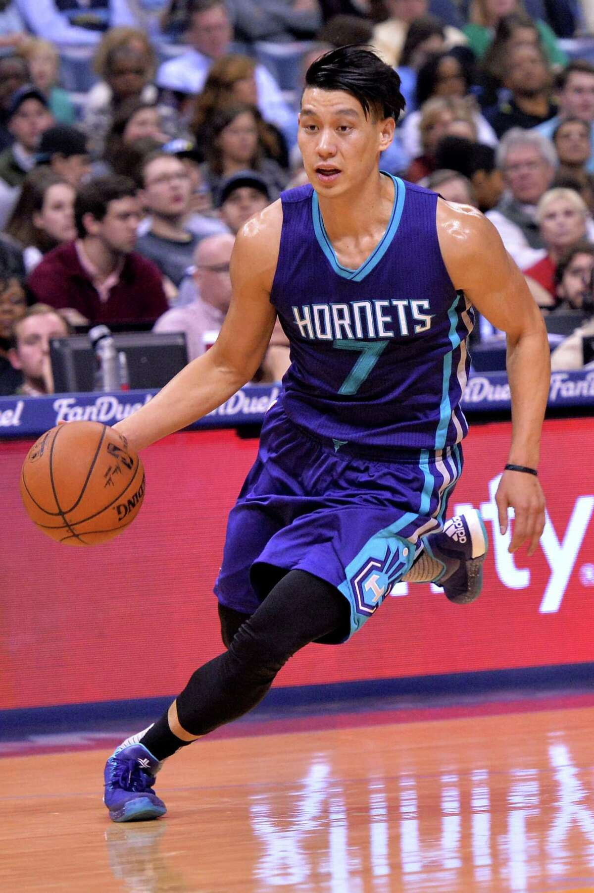 Charlotte Hornets guard Jeremy Lin (7) plays in the first half of an NBA basketball game Friday, Dec. 11, 2015, in Memphis, Tenn. (AP Photo/Brandon Dill)