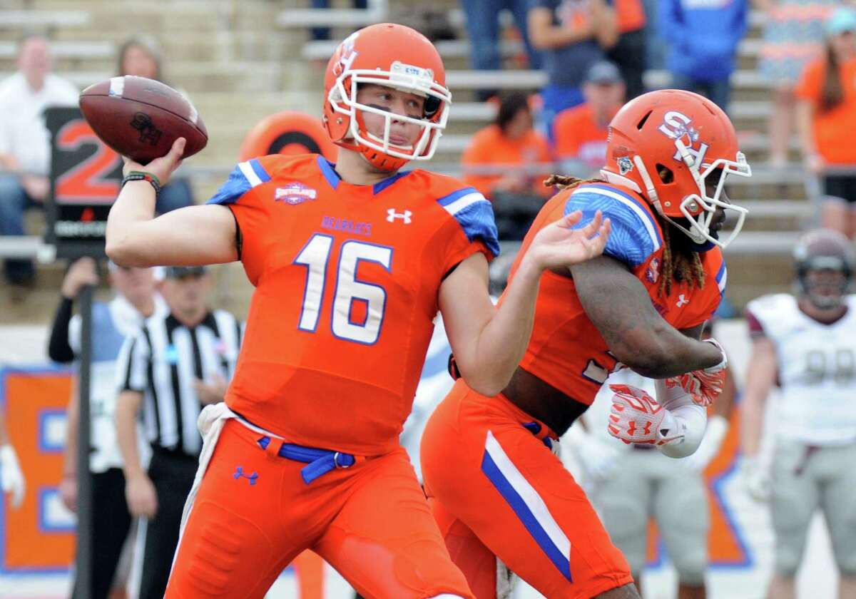 Sam Houston State quarterback Jeremiah Briscoe throws a pass during the first half of an NCAA college football game against Colgate in the quarterfinals of the Football Championship Subdivision, Saturday, Dec. 12, 2015, in Huntsville, Texas. (Joshua Yates /The Huntsville Item via AP) MANDATORY CREDIT (REV-SHARE)