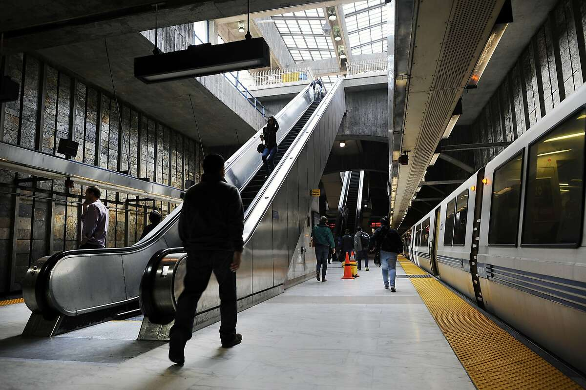 An outbound train leaves the platform at the Glen Park BART station in San Francisco, CA, on Thursday, December 18, 2014.