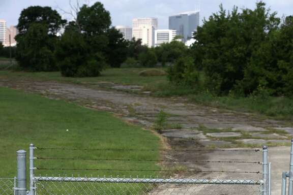 The city may purchase this vacant lot near Texas 288 and North MacGregor Way from Houston Community College.