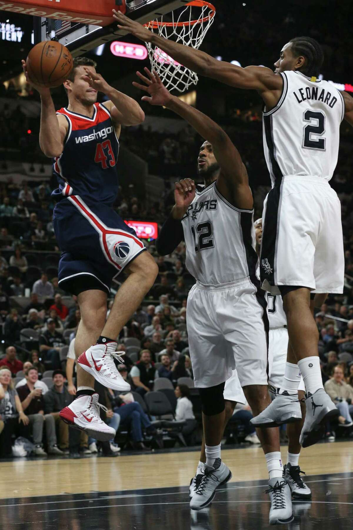 San Antonio Spurs' LaMarcus Aldridge and Kawhi Leonard defend against Washington Wizards' Kris Humphries during the first half at the AT&T Center, Wednesday, Dec. 16, 2015.