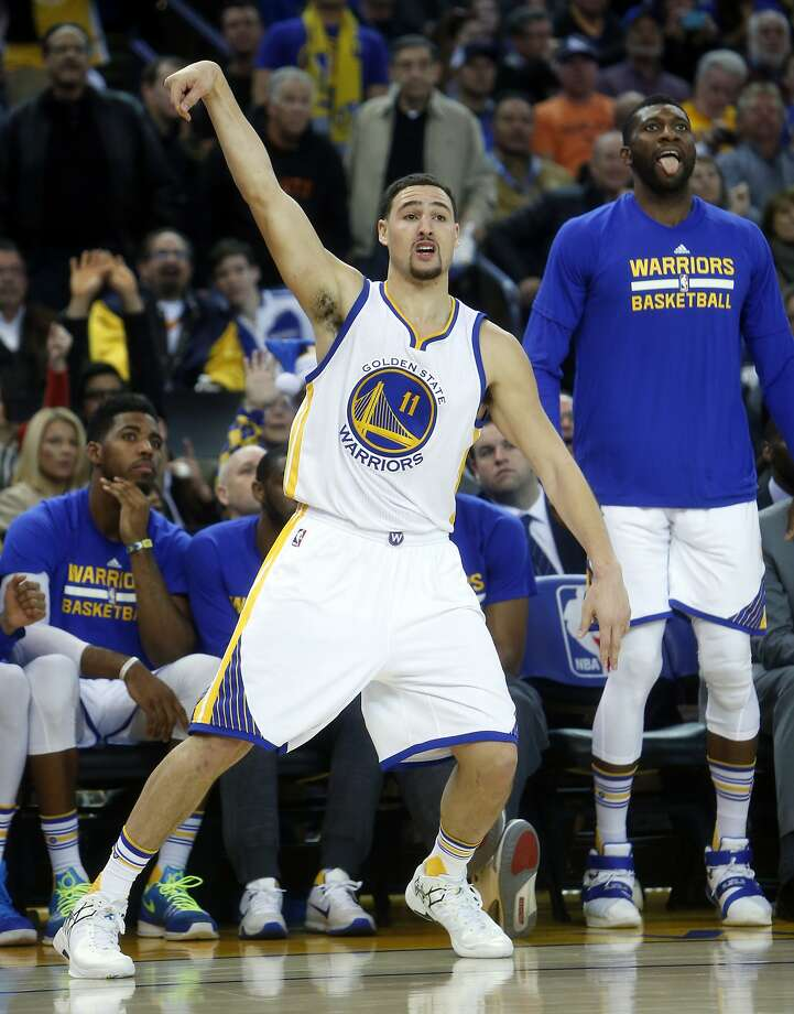Golden State Warriors' Klay Thompson hits a 3-pointer in 3rd quarter against Phoenix Suns in NBA game at Oracle Arena in Oakland, Calif., on Wednesday, December 16, 2015. Photo: Scott Strazzante, The Chronicle