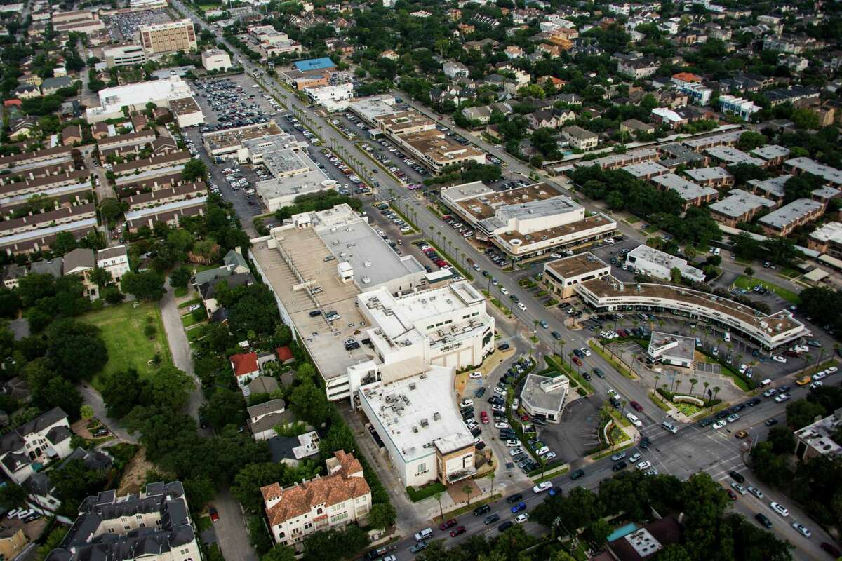 Houston-based Weingarten has owned the River Oaks Shopping Center since the early 1970s.