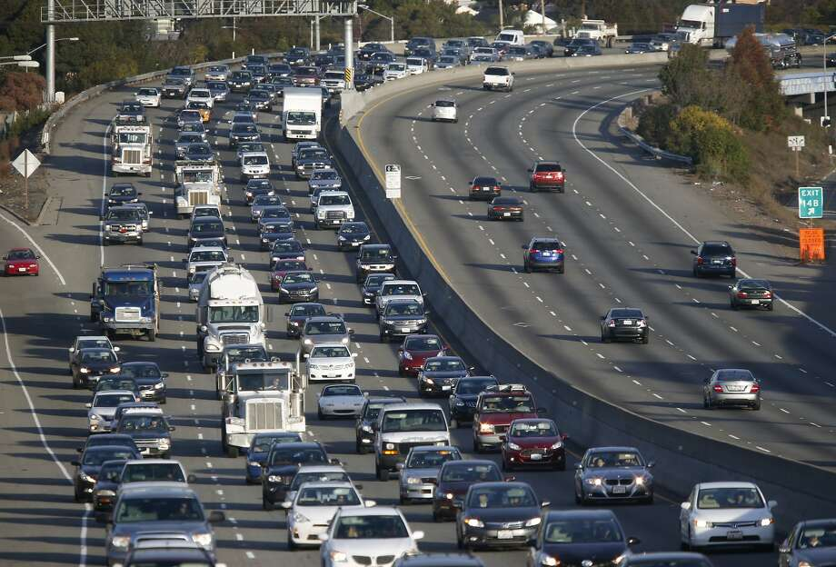 Westbound traffic rolls slowly down Interstate 80 near Carlson Boulevard during the morning commute in Richmond, Calif. on Thursday, Dec. 17, 2015. Photo: Paul Chinn, The Chronicle