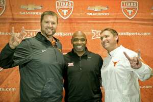 UT regents to approve football contracts - Photo