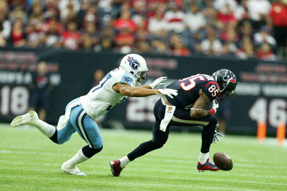 Depending on the source, the Texans either lead the league with 28 drops or are tied for second with 27. Wide receiver Nate Washington (85), defended here by Titans cornerback Cody Riggs, has a team-high six. Photo: Karen Warren, Staff / © 2015 Houston Chronicle