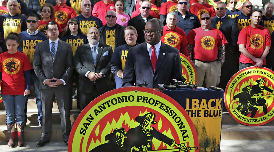 Chistopher Steele, President of the San Antonio Professional Firefighters Association speaks during a press conference on the steps of City Hall during a 2015 event. Photo: Bob Owen, Staff / San Antonio Express-News / ©2015 San Antonio Express-News