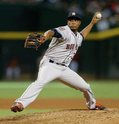 With two spots open in the bullpen, the Astros will have to decide if they want Tony Sipp to be the only lefthander. Photo: Karen Warren, Staff / © 2015 Houston Chronicle