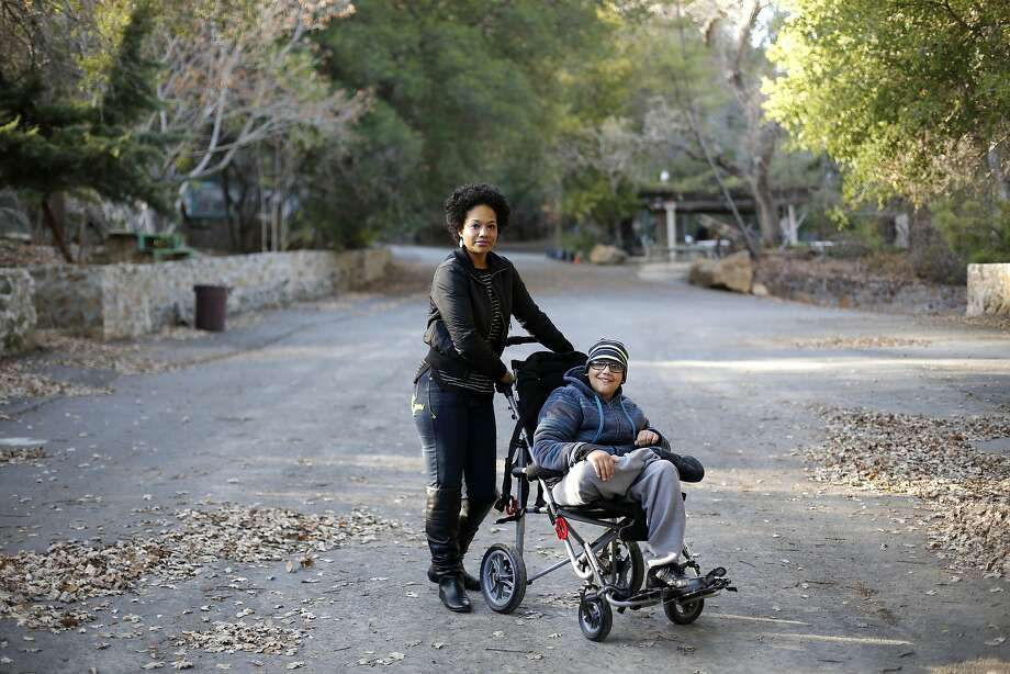 Saylean Barham and her son Kimo, 16, on Thursday, Dec. 17, 2015. Photo: Connor Radnovich, The Chronicle