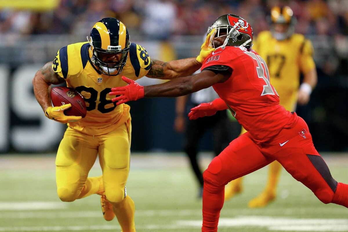 ST. LOUIS, MO - DECEMBER 17: Lance Kendricks #88 of the St. Louis Rams carries the ball as he fends off Major Wright #31 of the Tampa Bay Buccaneers in the third quarter at the Edward Jones Dome on December 17, 2015 in St. Louis, Missouri. (Photo by Dilip Vishwanat/Getty Images) ORG XMIT: 587450237
