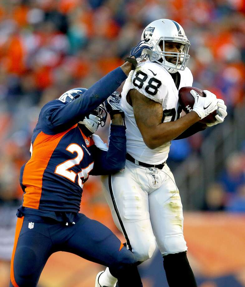 Tight end Clive Walford (88) is among the rookies who have made an impact with the Raiders. Photo: Joe Mahoney, Associated Press