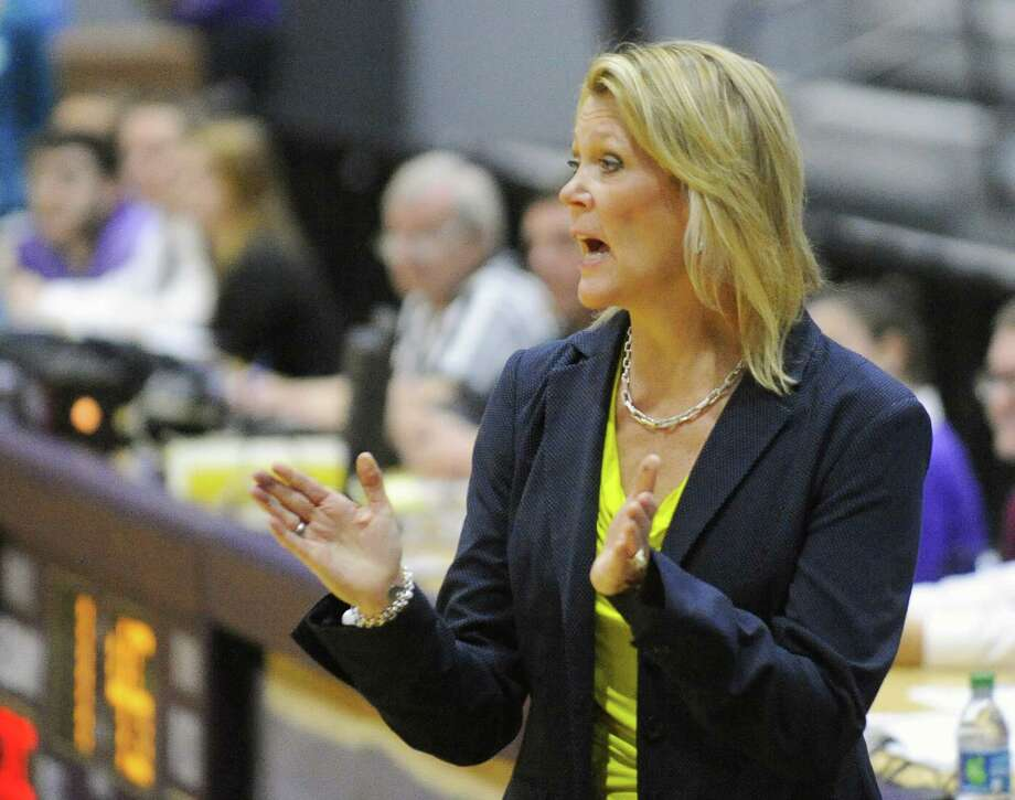 UAlbany head coach Katie Abrahamson-Henderson instructs her players against Pepperdine during the first half of an NCAA women's college basketball game on Sunday, Nov. 15, 2015, in Albany, N.Y. (Hans Pennink / Special to the Times Union)  ORG XMIT: MER2015112222170802 Photo: Hans Pennink / 00034150A