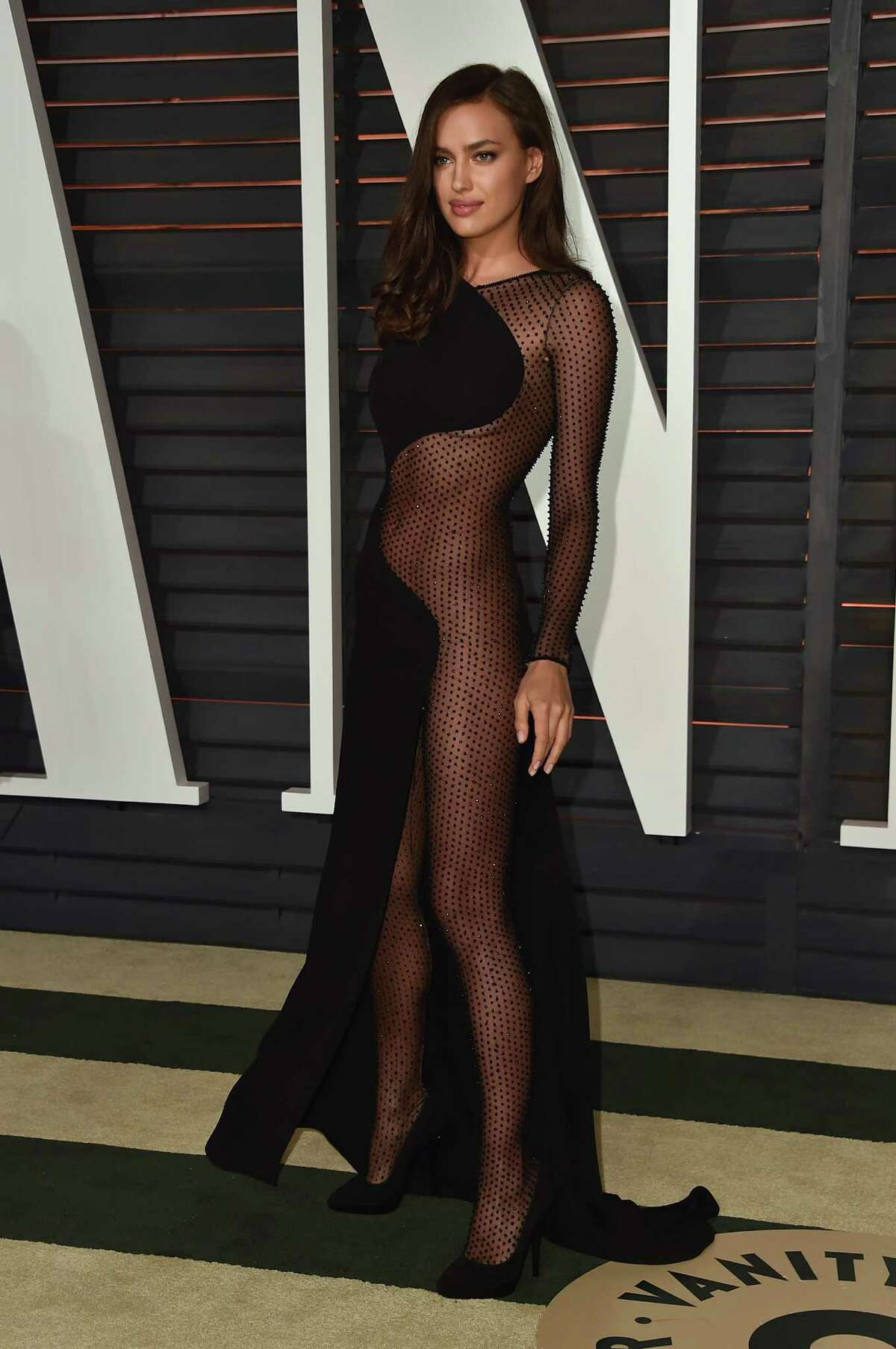 Model Irina Shayk attends the 2015 Vanity Fair Oscar Party hosted by Graydon Carter at Wallis Annenberg Center for the Performing Arts on February 22, 2015 in Beverly Hills, California.